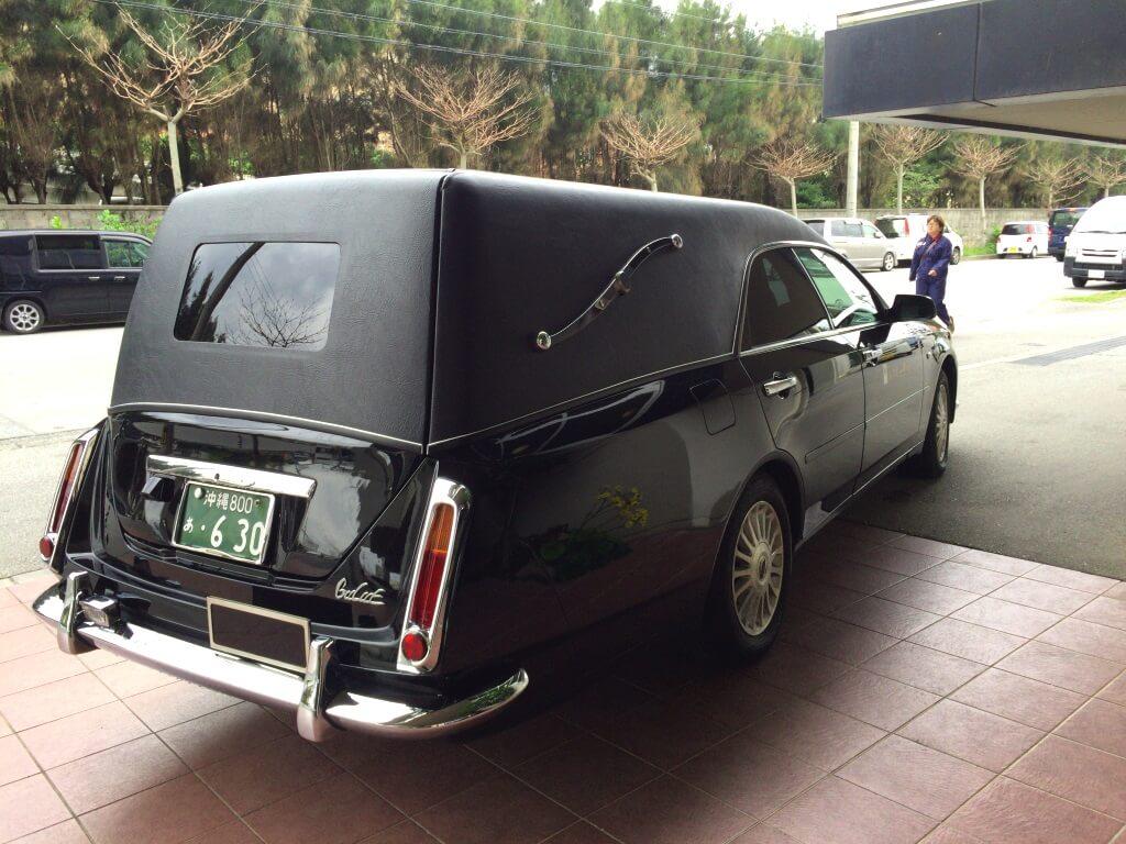 沖縄の霊柩車