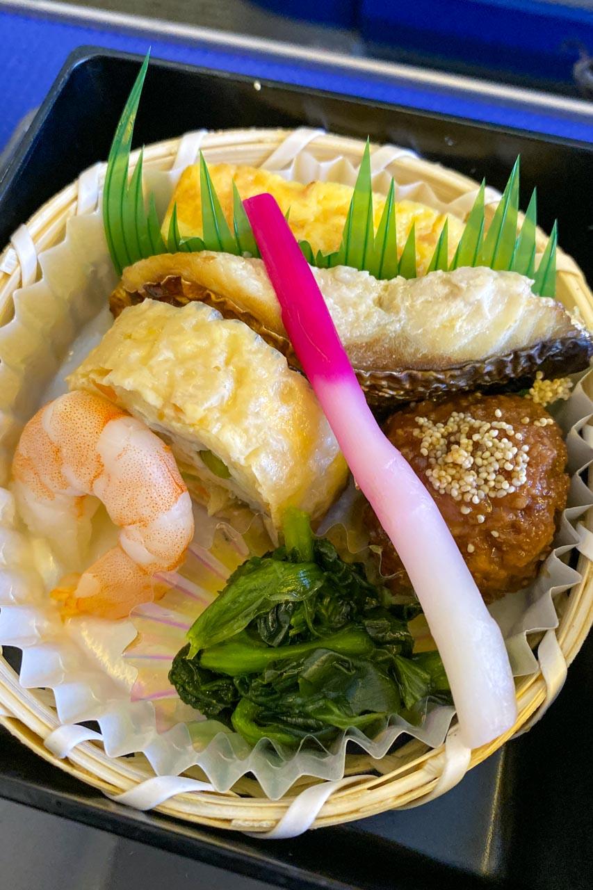 玉子焼き、焼き鯖、笹がき信田、肉団子