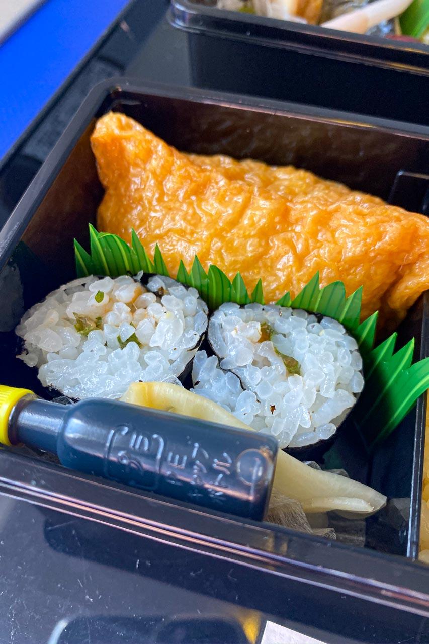 いなり寿司、梅しそ巻き、甘酢生姜