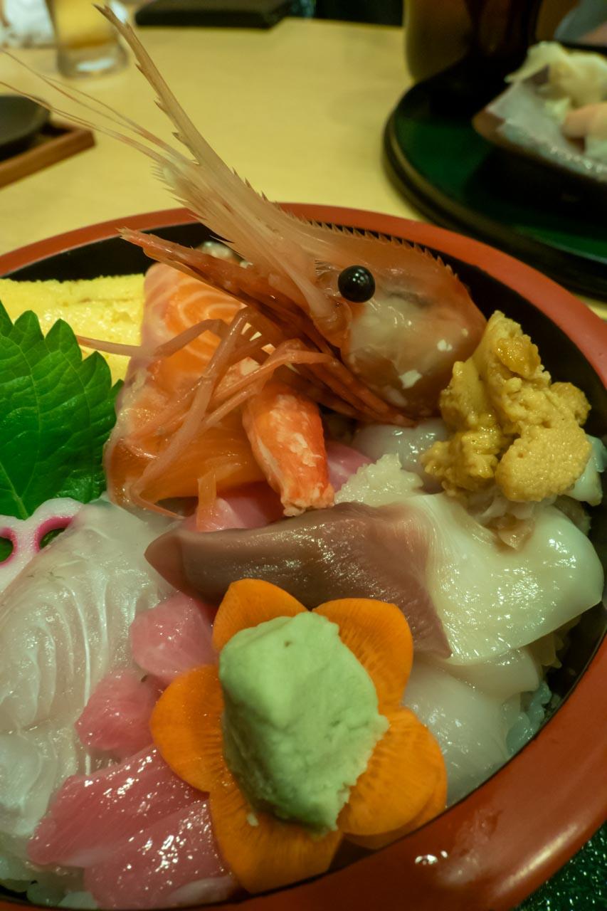 よし寿司ちらし 北寄貝 大トロ 平目