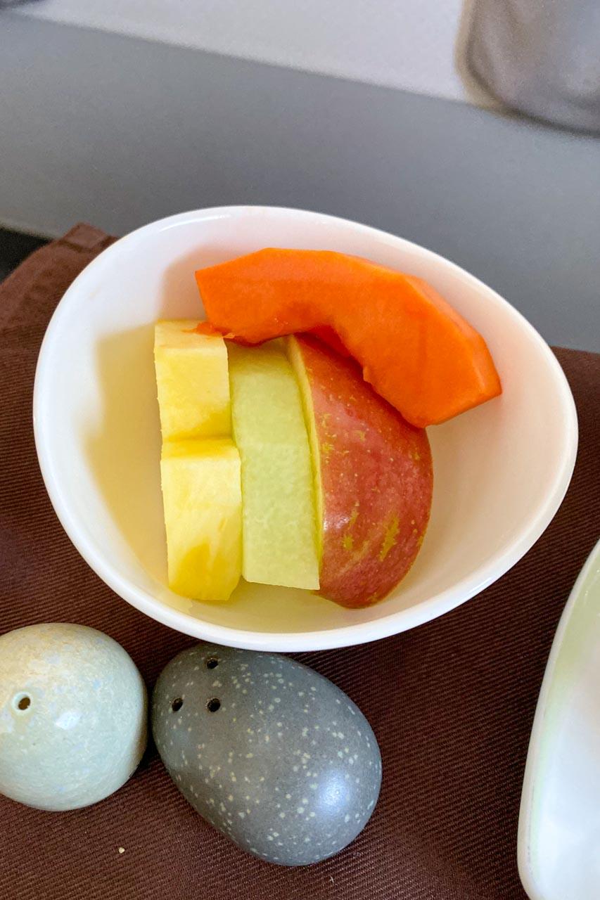エバー航空 ビジネスクラス 軽食 フルーツ