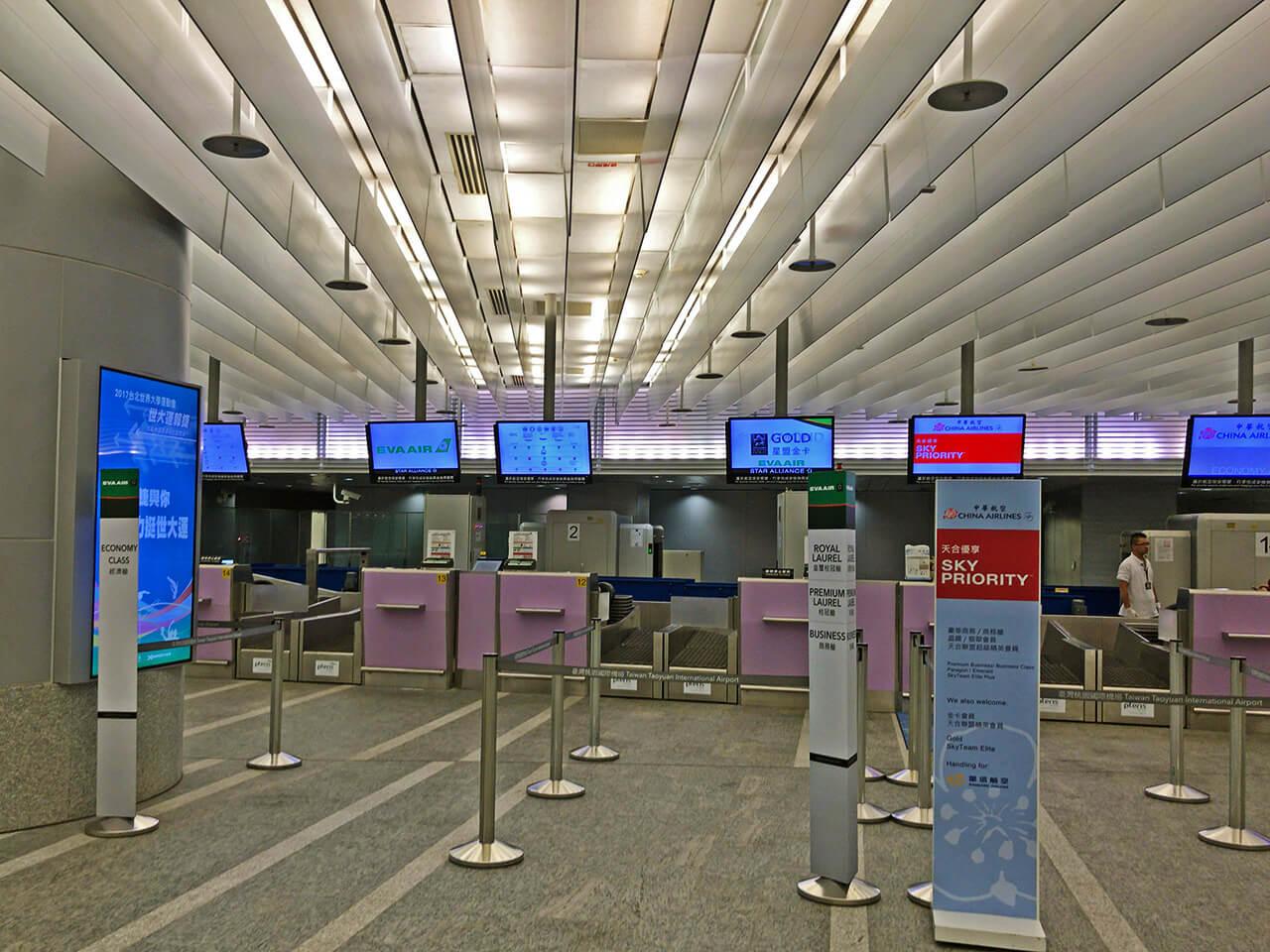 台北駅のチェックインカウンター