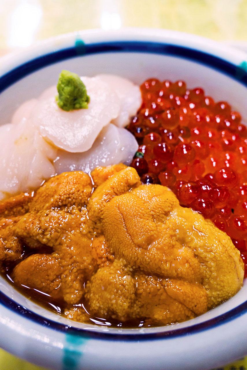 函館 朝市 きくよ食堂 イカソーメンと三色海鮮丼