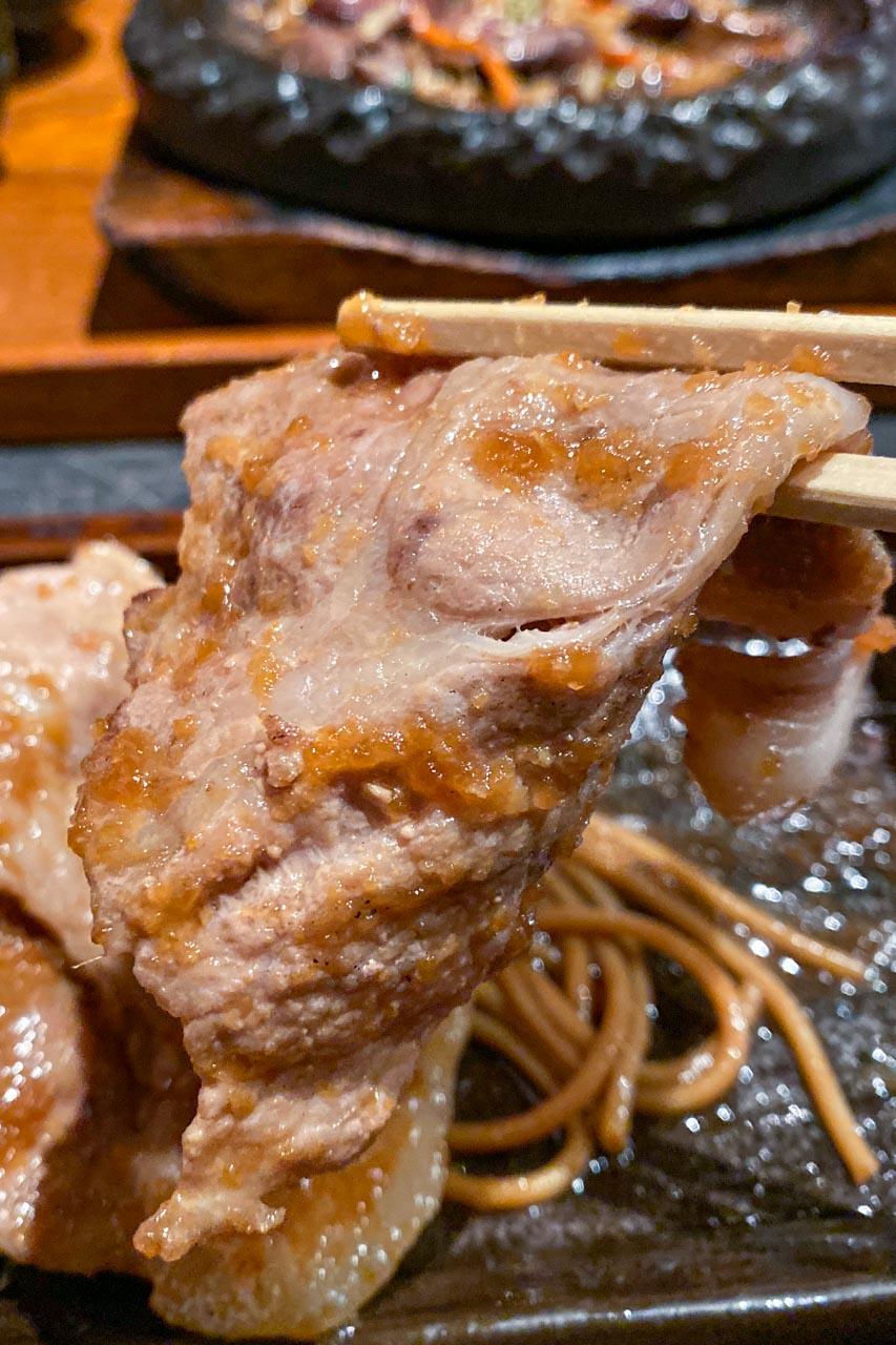 浜松町駅 もつ福 豚肩ロース生姜焼き・鳥唐揚げ定食