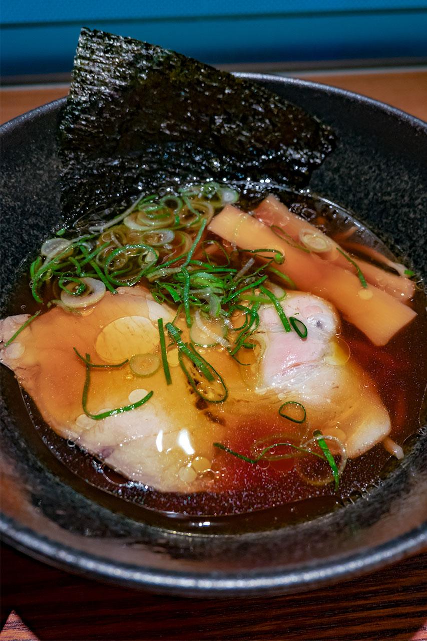 羽田空港 七だし屋 醤油ラーメンとシラスご飯