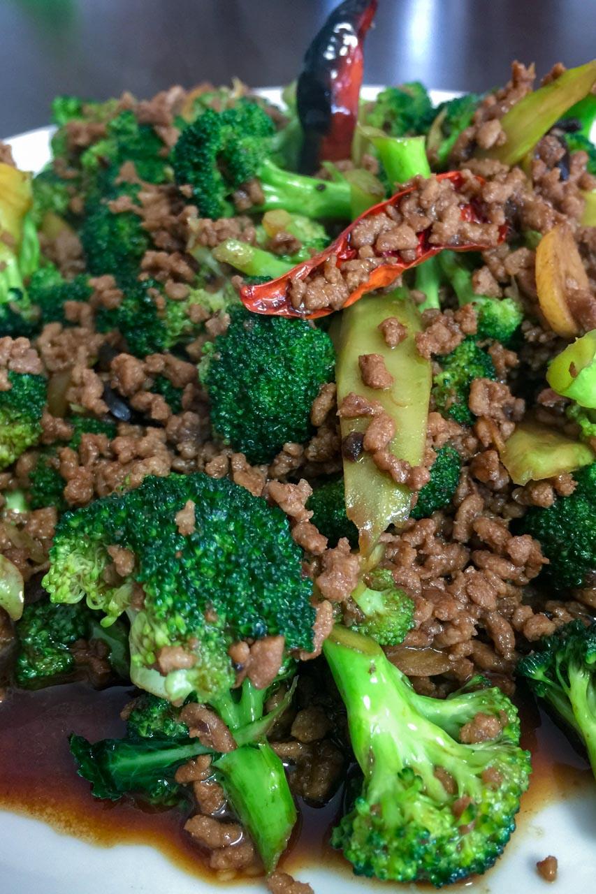 ひき肉とブロッコリーの味噌炒め