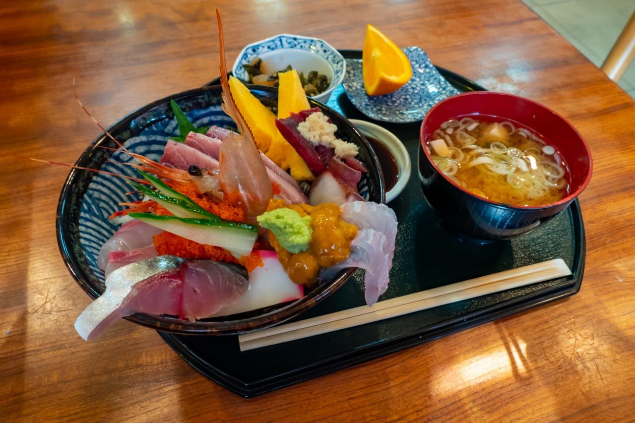 海鮮丼(上)
