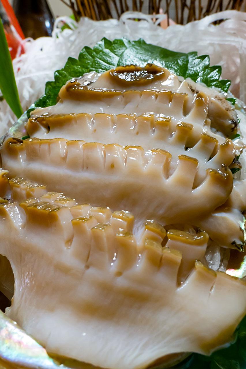 大型鮑活け造り 殻付き刺身