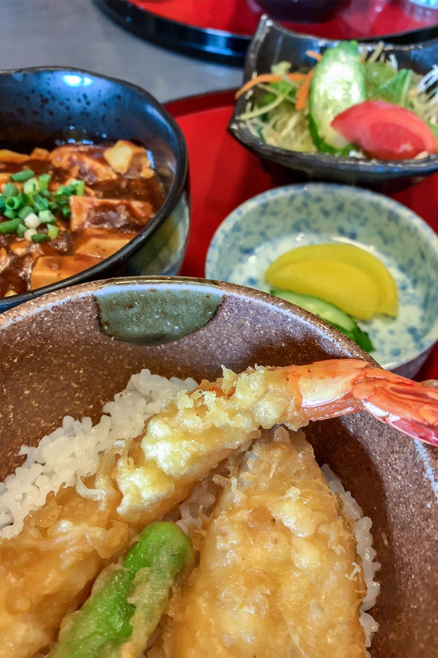 埼玉県 春日部駅 魚貝三昧万や 麻婆豆腐と天丼ランチ