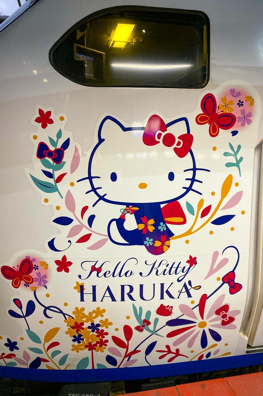 四国アンパンマン列車と関空ハローキティ特急