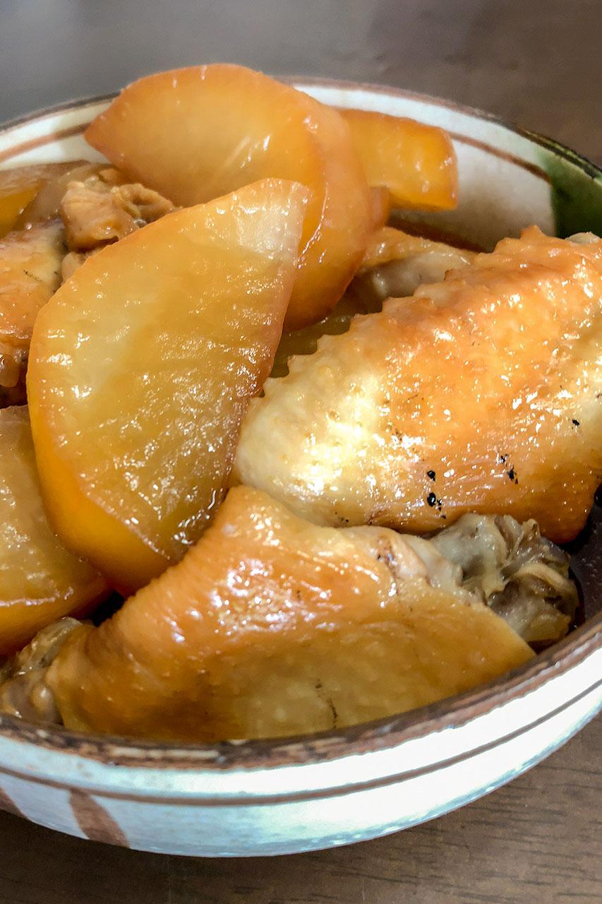 鳥手羽と大根の煮物