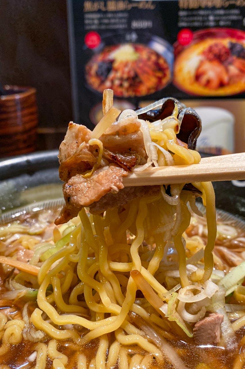 麺と野菜とチャーシュー