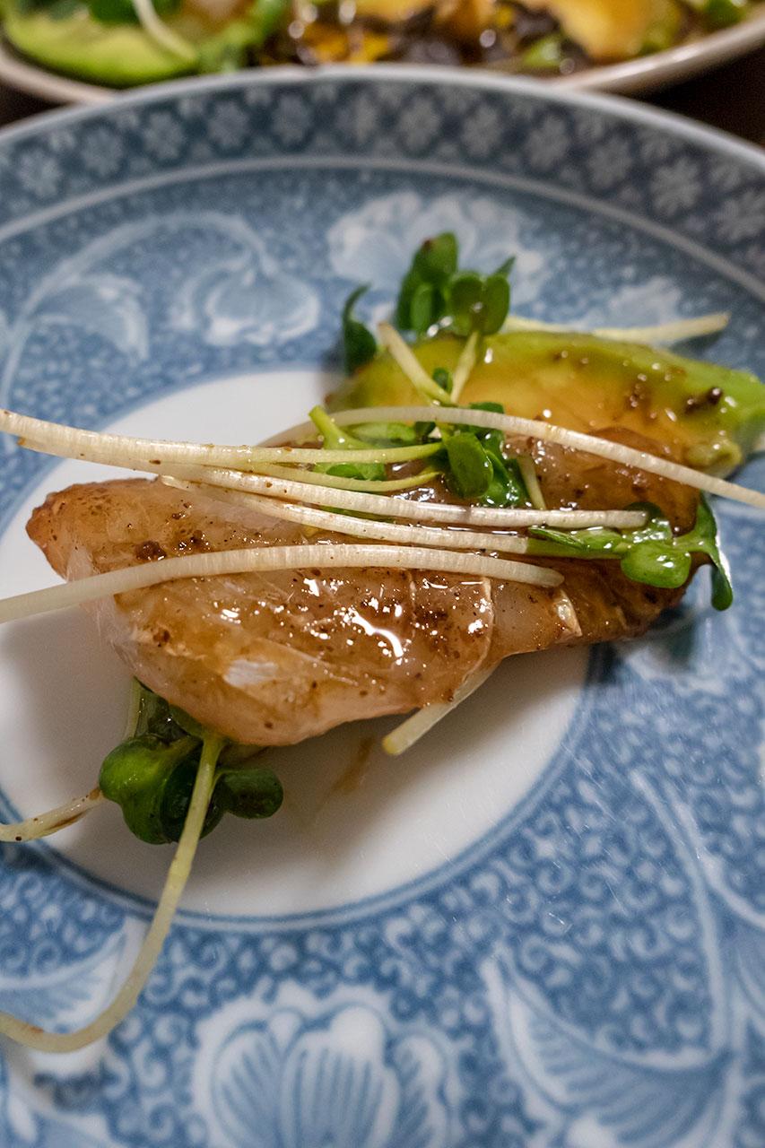 白身魚とアボカドの漁民風カルパッチョ