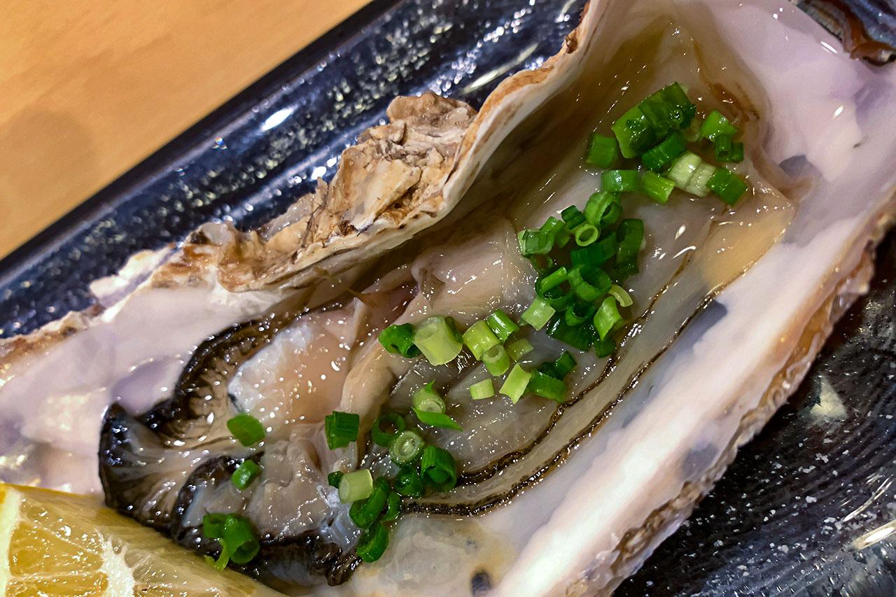 厚岸産の殻付き生牡蠣