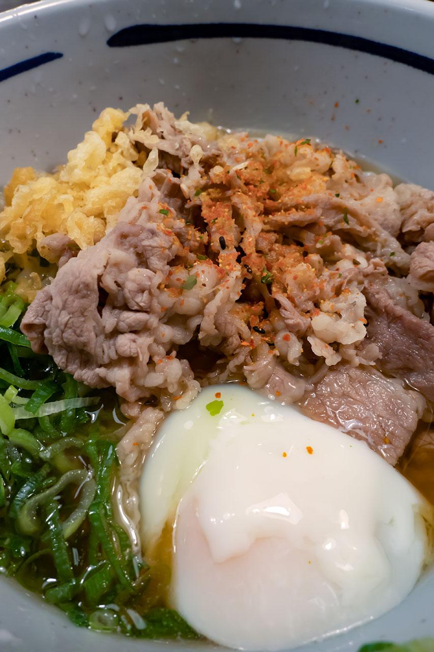 新橋駅 おにやんま ぶっかけ肉おろし温泉卵うどん