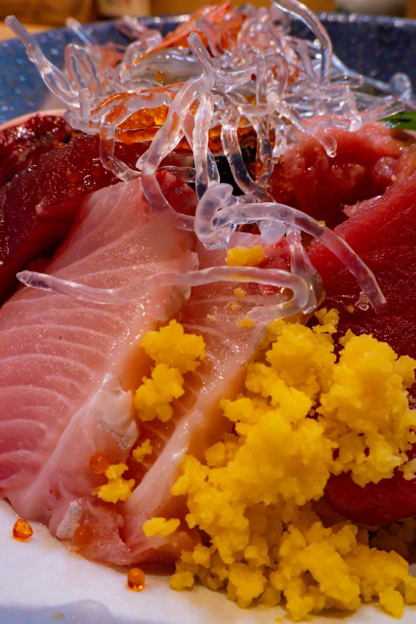 静岡駅 魚河岸 大作 駿河湾の海鮮丼