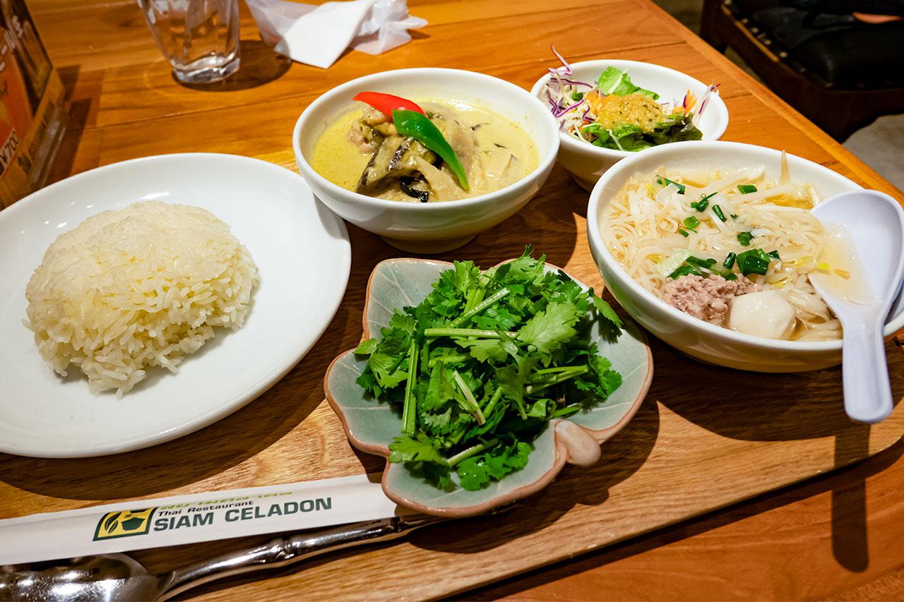 タイ料理 サイアム セラドン東京 カレーラーメンセット