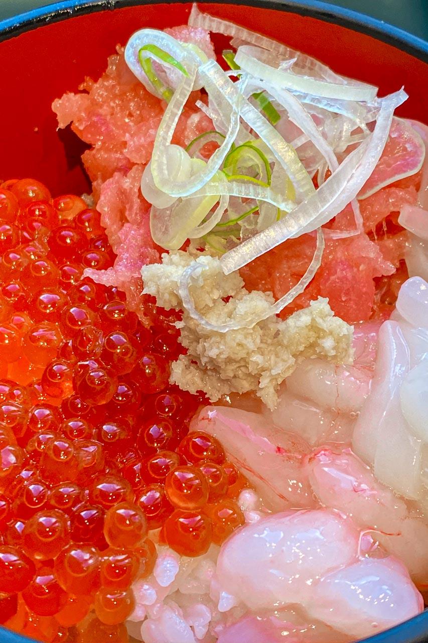 ホテルグレイスリー札幌の朝食セルフ海鮮丼