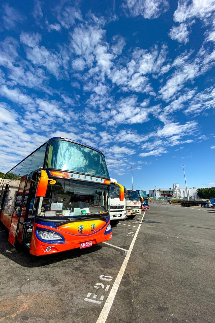 青空とバス