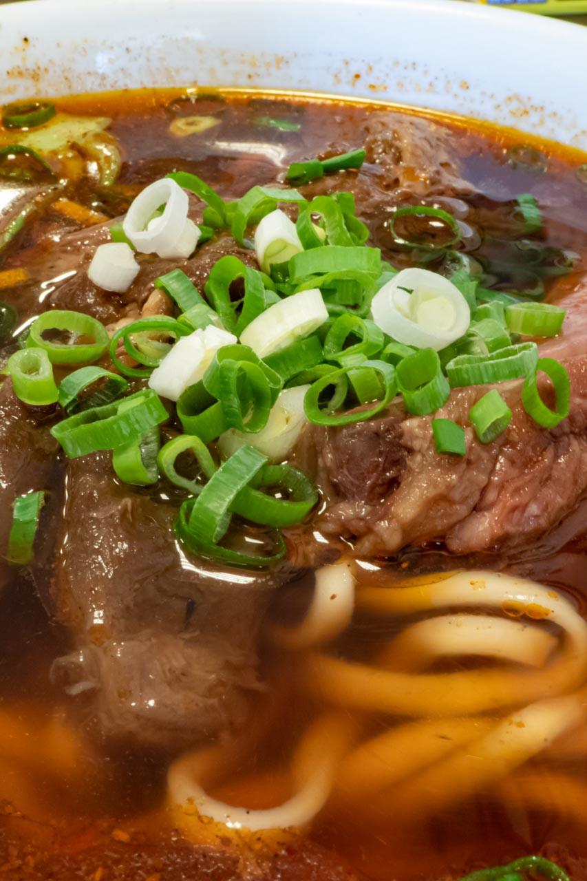 台湾 台中市 精誠牛肉麺館 麻辣半筋半肉麺