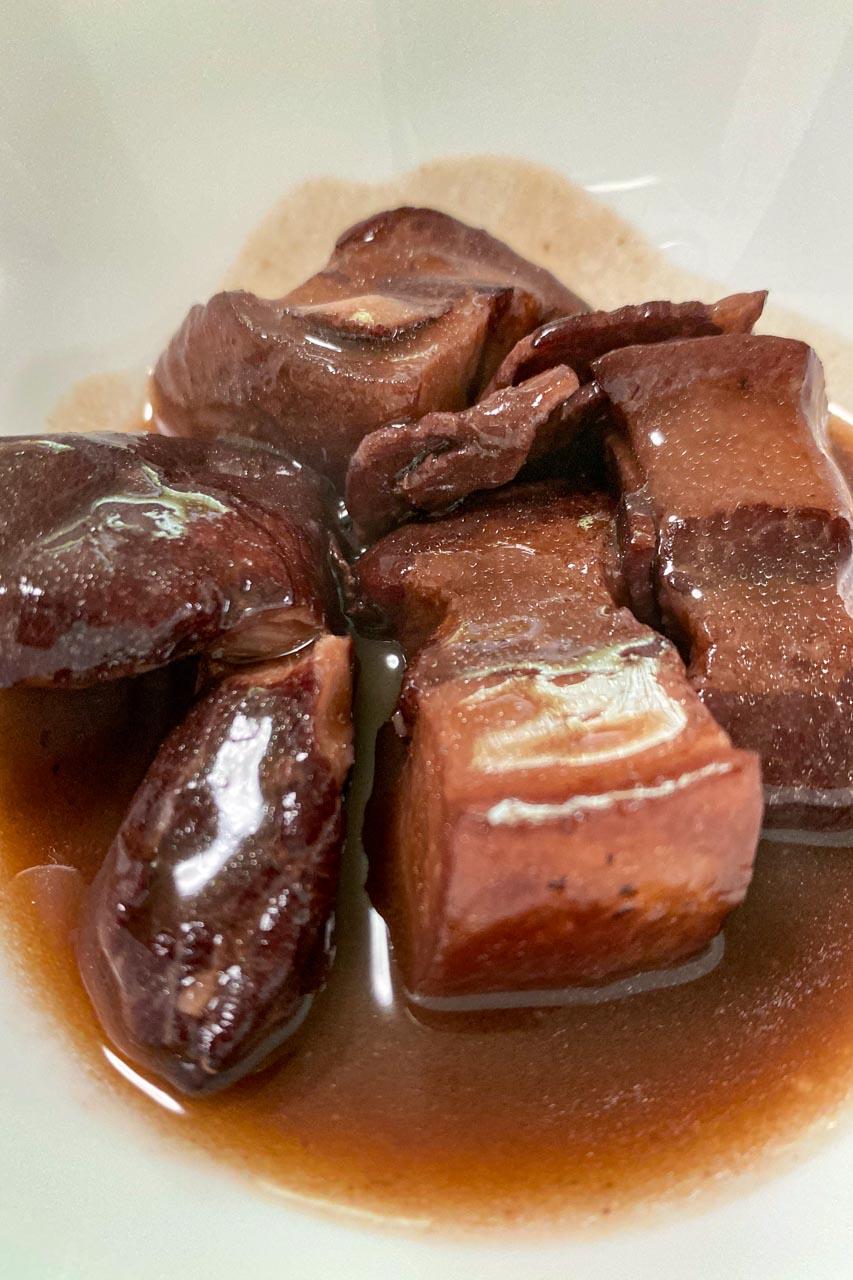 電気圧力鍋で簡単テビチ(豚すね足)の赤ワイン煮