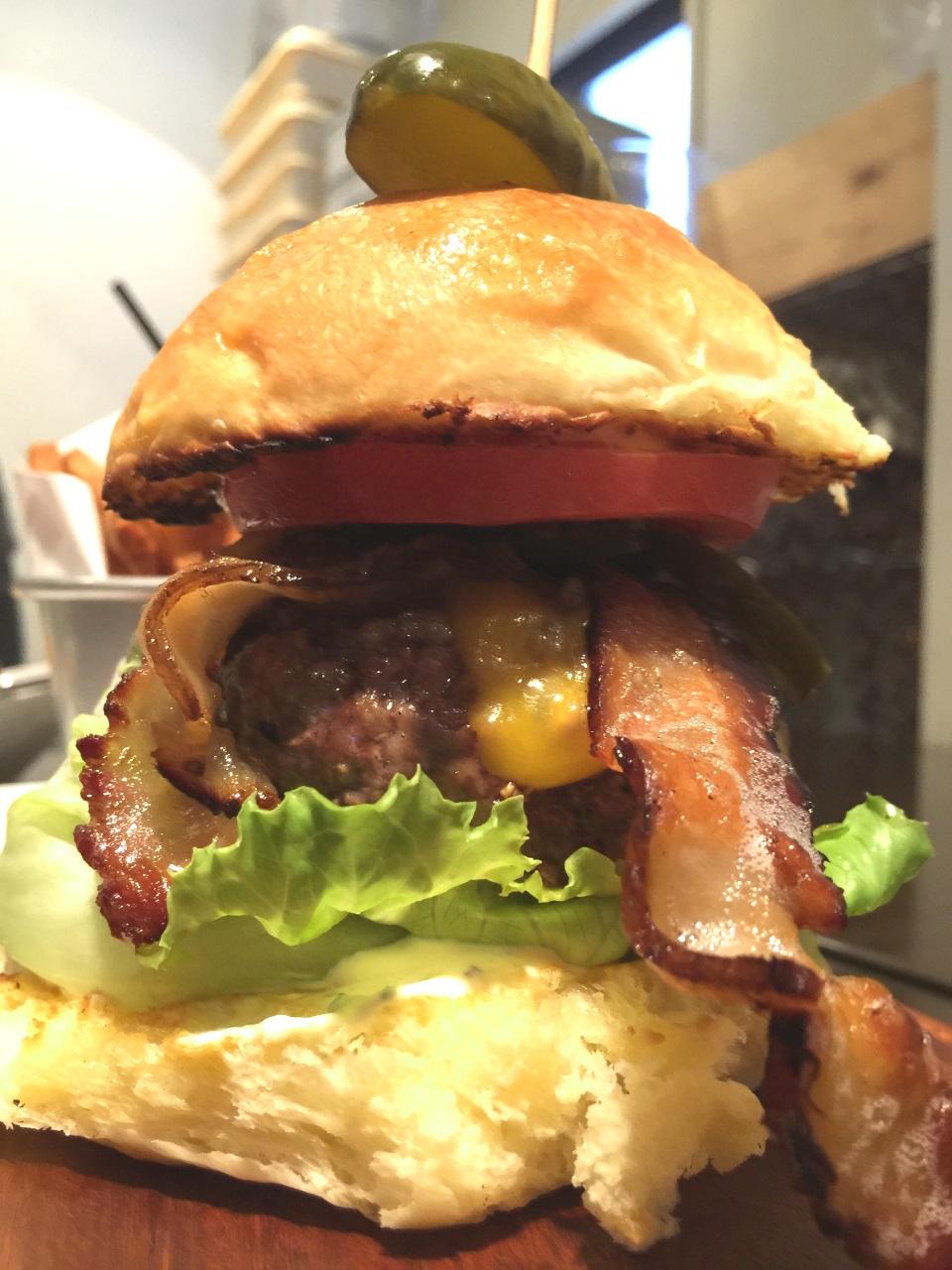 沖縄県豊見城市 Woody ~自家製ハンバーガーとパスタ~